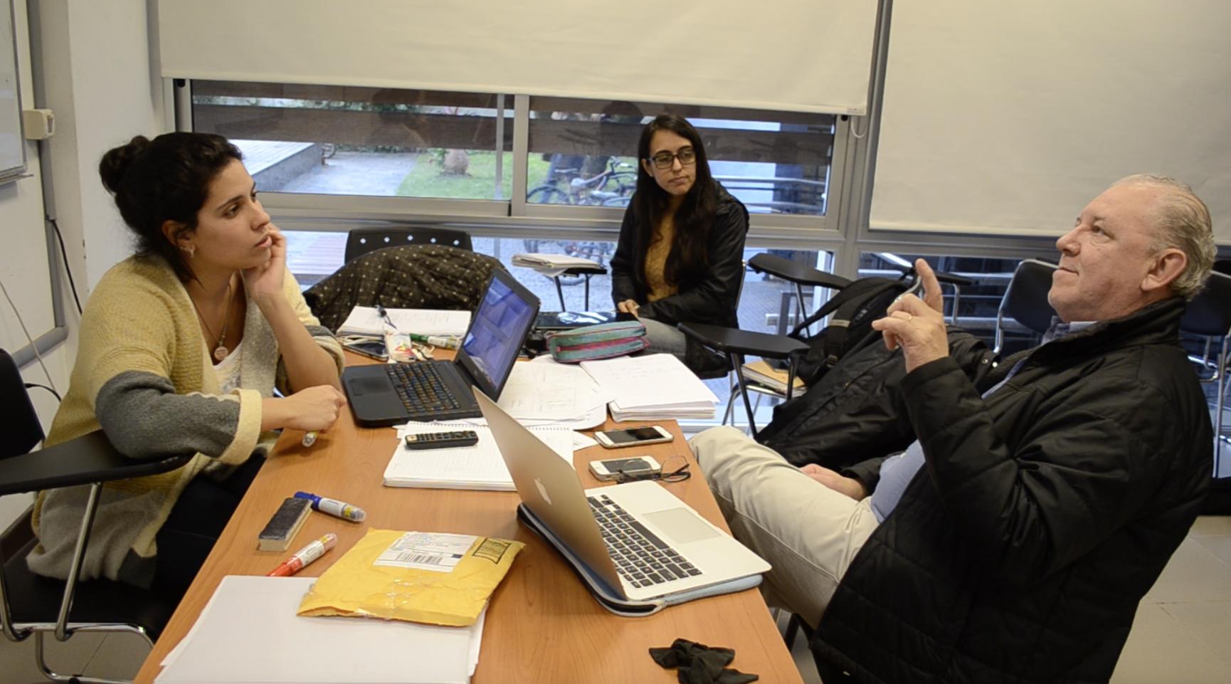 Ricardo Armentano, Phd (docente responsable), Gabriela Olivera y Luna (docente), Camila Simoes (estudiante avanzada de la Licenciatura en Ingeniería Biológica.